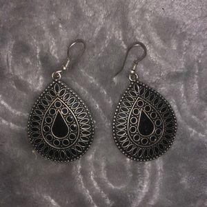 Beautiful Teardrop Earrings With Black Stones!